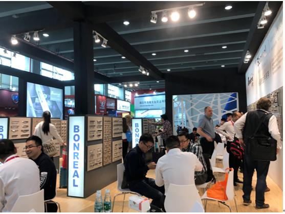 柏丽雅五金携新品闪亮广州国际家具生产设备及配料展